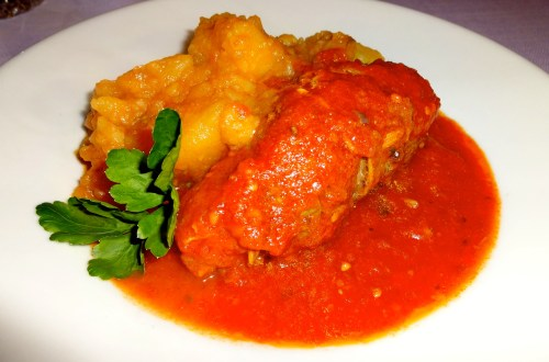 Involtini di Gigi con Patate (Beef Roll stuffed with Artichokes with Ham with Tomato Sauce and Stewed Potatoes).