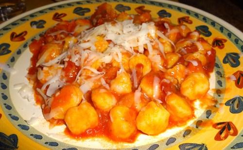 Gnocchi con Pomodoro e Pancetta (Potato Dumplings with Tomato and Bacon).