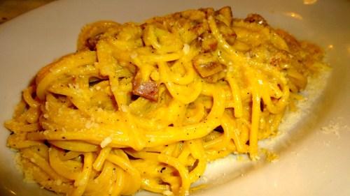 Spaghetti alla Carbonara: Spaghetti with Egg and Bacon (8/10).