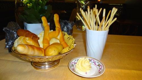 Bread and Grissini (7/10).