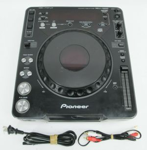 Pioneer CDJ-1000 CD Professional DJ Digital Turntable + Road Case