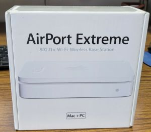 Apple AirPort Extreme Base Station 802.11n Wi-Fi MA073LL/A  Model A1143