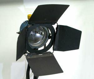 Arri Spotlight Arrilite 1000 Studio Fixture Focus Flood Light w/ Barn Doors