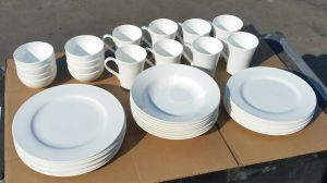 Mikasa Lucerne White 40-Piece Dinnerware China Set Service for 8 (Local Pick Up)