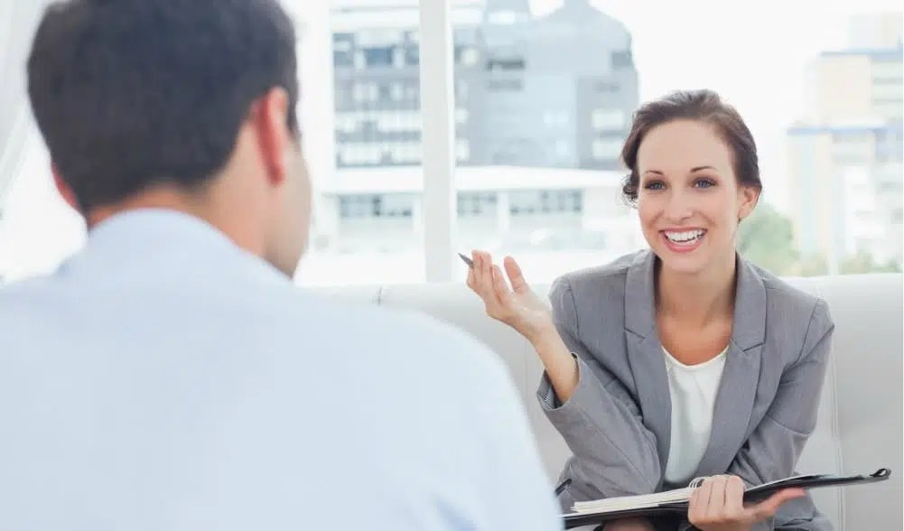 salesperson-telling-manager-wants-hear-bad-interview