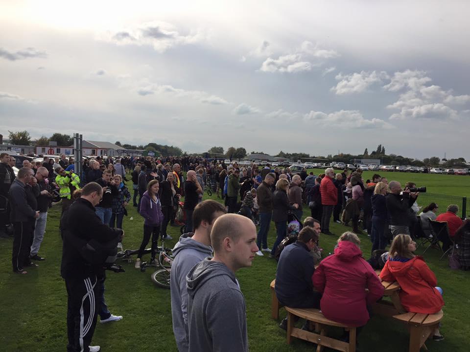 Vulcan Bomber crowds1 Paul Ridgway