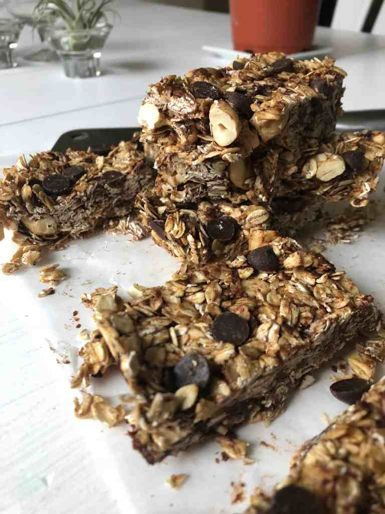 Granola Bars with Chocolate Chips, Toasted Oats and Cashews