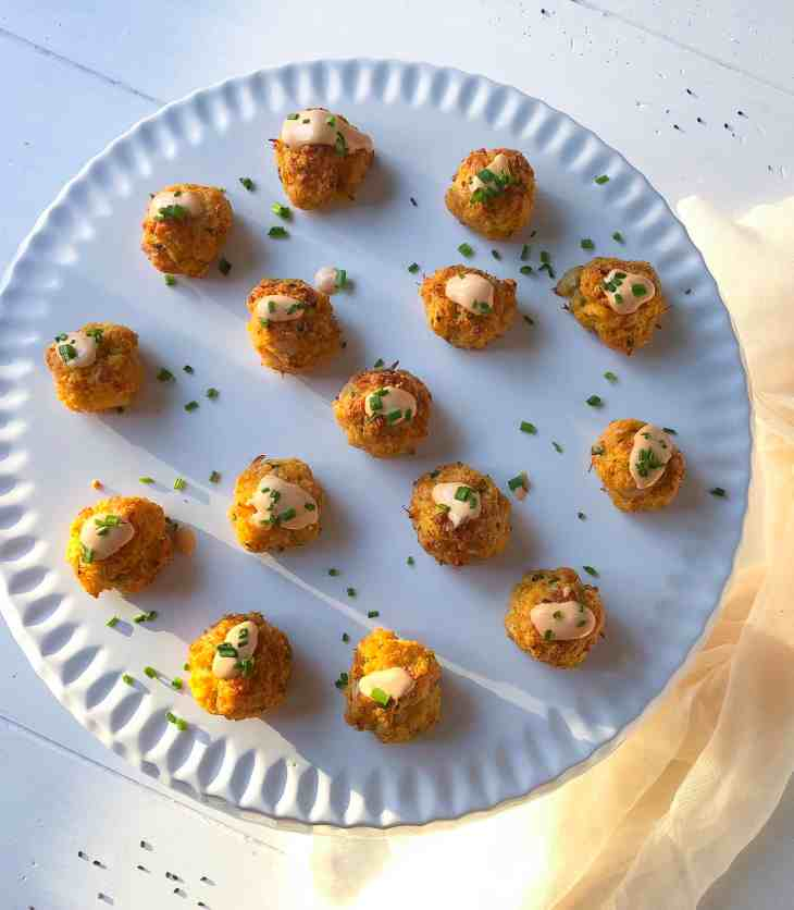 gluten free crab cakes with spicy aioli