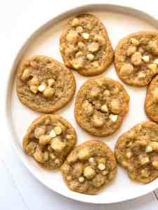 A plate of gluten free cookies.