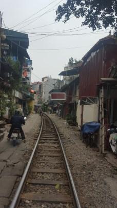 Se puede vivir en las vías del tren