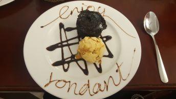 Falso volcán de chocolate