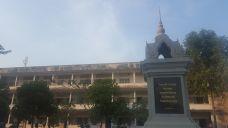 Un monumento en el centro