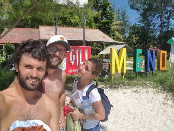 Santi, Matu y Chivis en Gili Meno