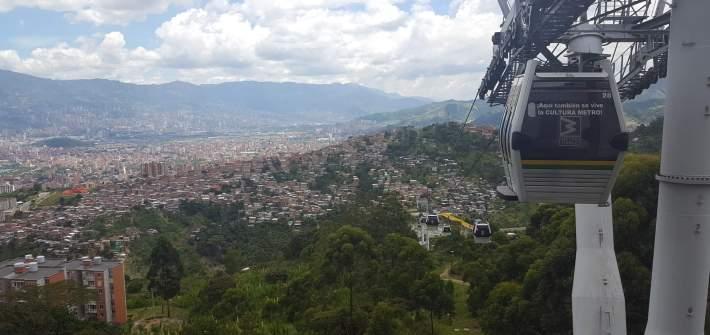 Medellín, montañas y metro