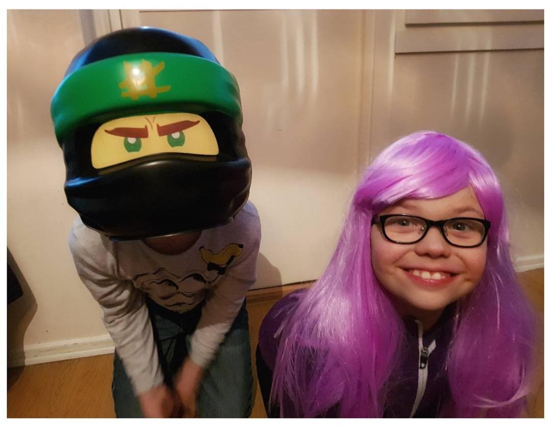 Här ser ni coolaste ninjan Lloyd och superhjältinnan Lilac! 😍