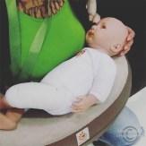 """ERGObaby´s ergonomiska amningskudde som håller samma form hela tiden. Vilket betyder att den är ergonomisk för mamma och barn, då man inte behöver kuta ryggen när kudden """"sjunker"""" som de andra amningskuddarna gör. Rekommenderas starkt!"""