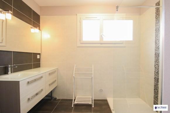 le-grand-plombier-chauffagiste-rennes-bruz-plomberie-amenagement-salle-de-bains-recevur acquabella blanc-vasque-verre-3