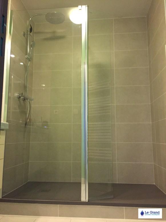 le-grand-plombier-chauffagiste-rennes-bruz-salle-de-bains-rennes-plomberie-agencement-salle-deau-receveur-acquabella-stone-tango