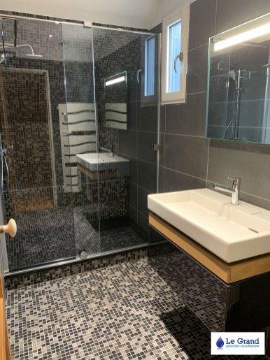salle-de-bains-rennes-douche-italienne-mosaique-noir-meuble-terrace-jacob-delafon (1)