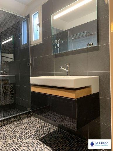 salle-de-bains-rennes-douche-italienne-mosaique-noir-meuble-terrace-jacob-delafon (2)