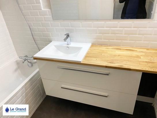salle-de-bains-le-grand-rennes-metro-plan-de-travail-sur-mesure-meuble-salle-de-bains-bois-sol-lvt-forbo (1)