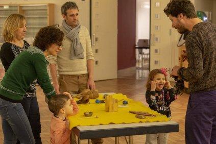 Atelier de création d'un film sur table lumineuse avec la Cie Directo Cinéma