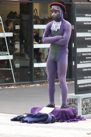 Restart Mall - statue