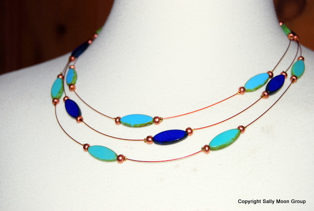 cZECH OVALS ON WIRE NECKLACE