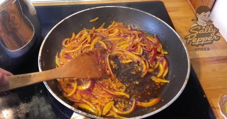 Dejar pochar la cebolla y el ajo.