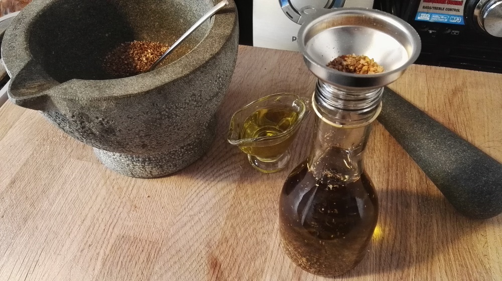 Sally Pepper-Spices-Tienda-de-especias-Madrid-receta-ACEITE ESPECIADO-Rellenar la botella