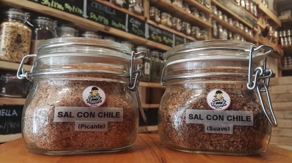 Sally Pepper-Spices-Tienda-Especias-chiles-salsas picantes-Madrid-Sal-con-chile-picante-suave-Ancho-Pasilla-Mulato-Cascabel-Guajillo-Morita-Árbol-Piquin-1000 x 561