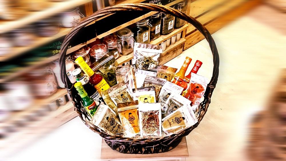 Sally Pepper-Spices-Tienda-Especias-Madrid-salsas picantes-chiles-segundo aniversario-sorteo-cesta-Francisco Silvela-14-1000 x 562