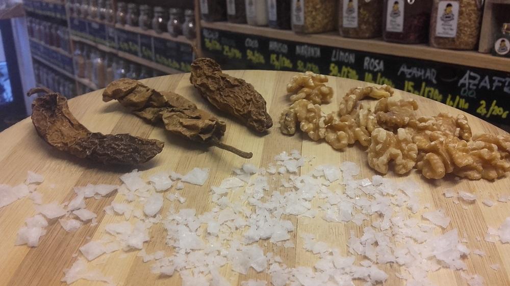 Sally Pepper-Spices-Tienda-Especias-salsas picantes-chiles-Madrid-Receta-BROWNIE CON CHILE CHIPOTLE-chipotle-nueces-sal en escamas