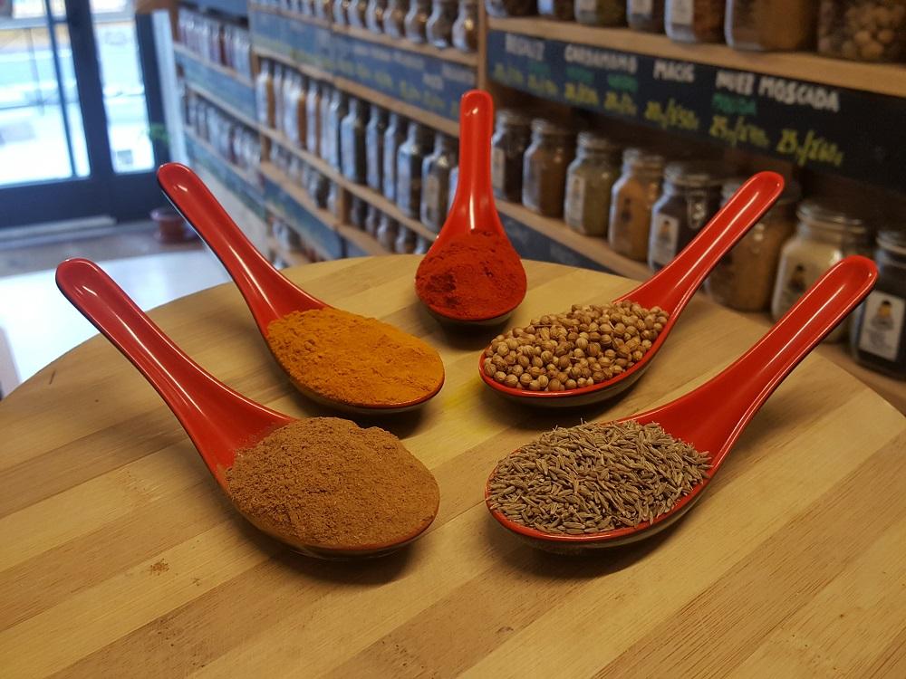 sally pepper-spices-tienda-especias-madrid-receta-sopa-laska-pimenton-curcuma-cilantro-comino-canela
