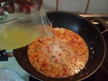 sally pepper-spices-tienda-especias-madrid-receta-curry-pollo-berenjenas-añadir-caldo