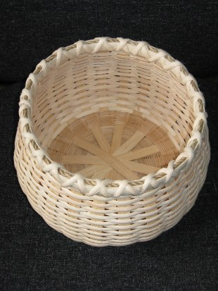 Round cane/reed basket