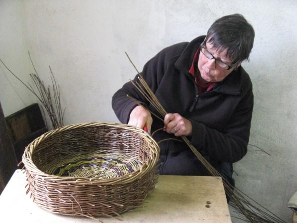 Judy Lyle trimming skib