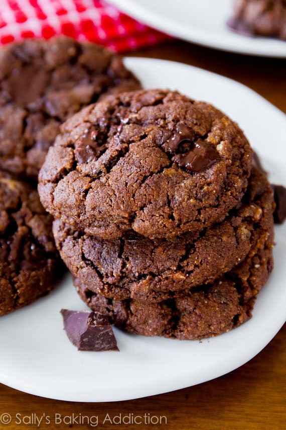 6 ingredient Flourless Dark Chocolate Almond Butter Cookies - simply, healthy, quick!