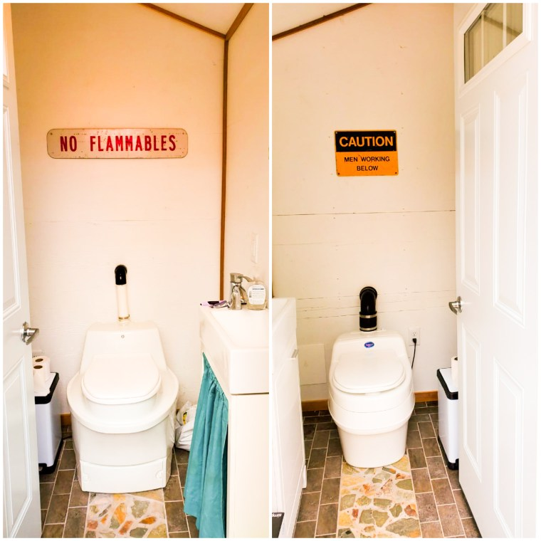 The washhouse Bathrooms with composting toilets