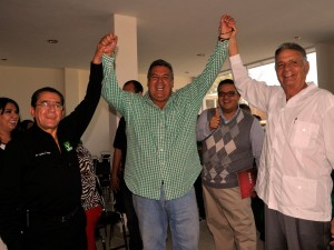 Rogelio Gutiérrez Arredondo (centro)