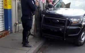 Chocan patrulla contra poste