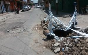 DAÑA CONCRETO, SOCAVÓN Y EXCAVACIÓN INCONCLUSA DEJADA POR CMAPAS