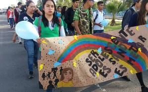 MARCHAN PARA PROMOVER LOS SERVICIOS DE SALUD PARA LOS ADOLESCENTES