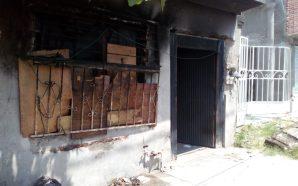 SE INCENDIA VIVIENDA EN LA COMUNIDAD DE SARDINAS, POLICÍAS SACAN…