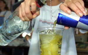 Esto te puede pasar si combinas alcohol y bebidas energizantes