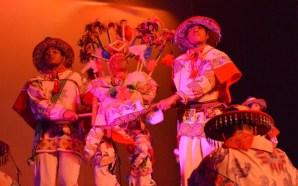 Iluminan de colorido el Teatro Juárez el Ensamble Identidad y…