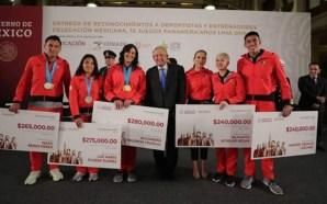 AMLO entregó estímulos económicos a medallistas panamericanos