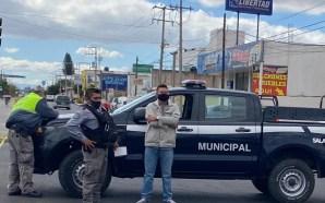 AGENTES DE VIALIDAD SE PASEAN EN LAS CALLES CON UNIFORMES…