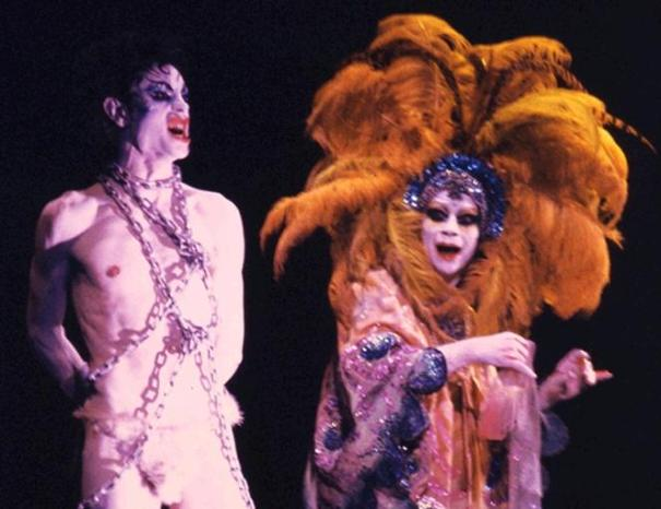Jokanaan (David Haughton) and Salomé (Lindsay Kemp)