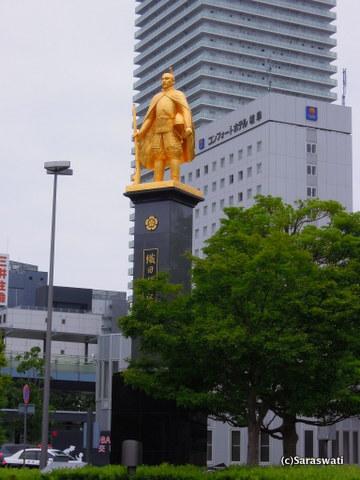 岐阜駅前織田信長像